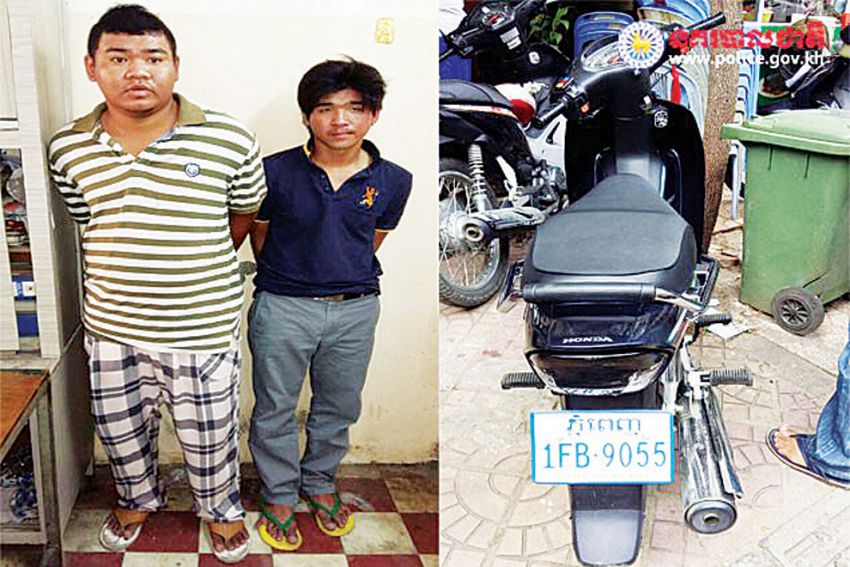 Two young men were arrested by snatching a necklace of foreigner near Kandal market, Phnom Penh, 26 August 2015. Photo: NATIONAL POLICE