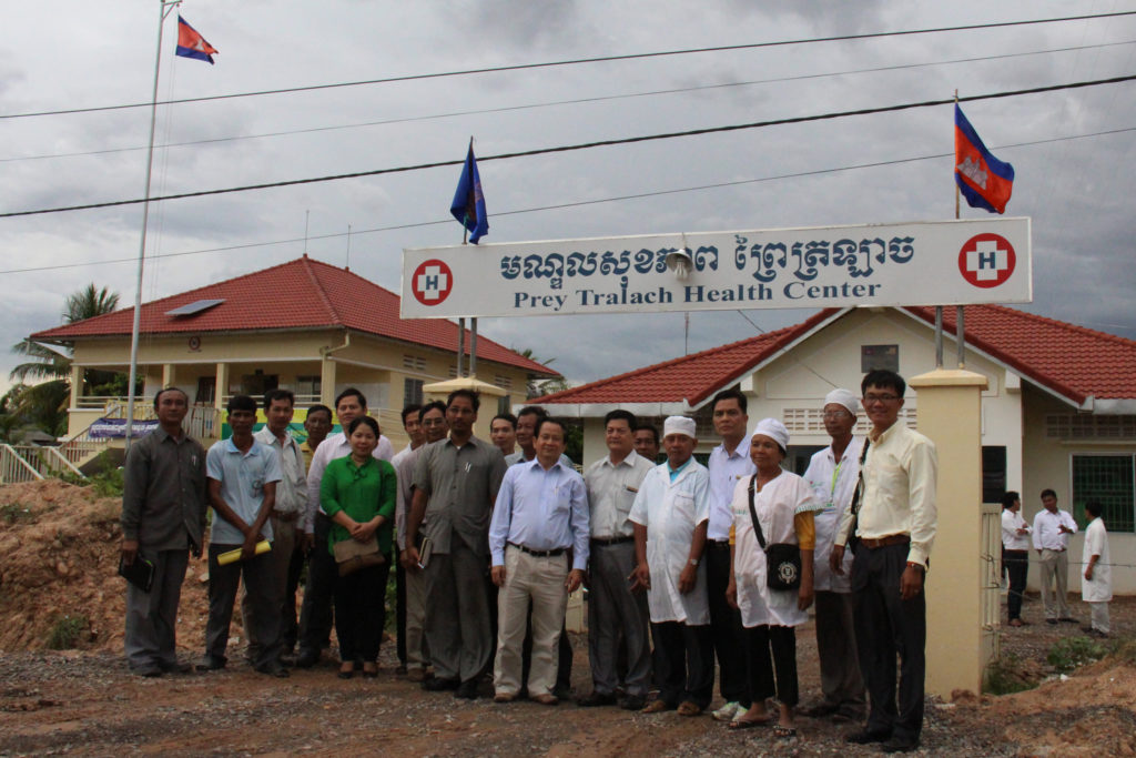 Field visit of the LDDHS project in Prey Tralarg health center, Rukhak Kiri district, Battambang province by national and provincial delegations.