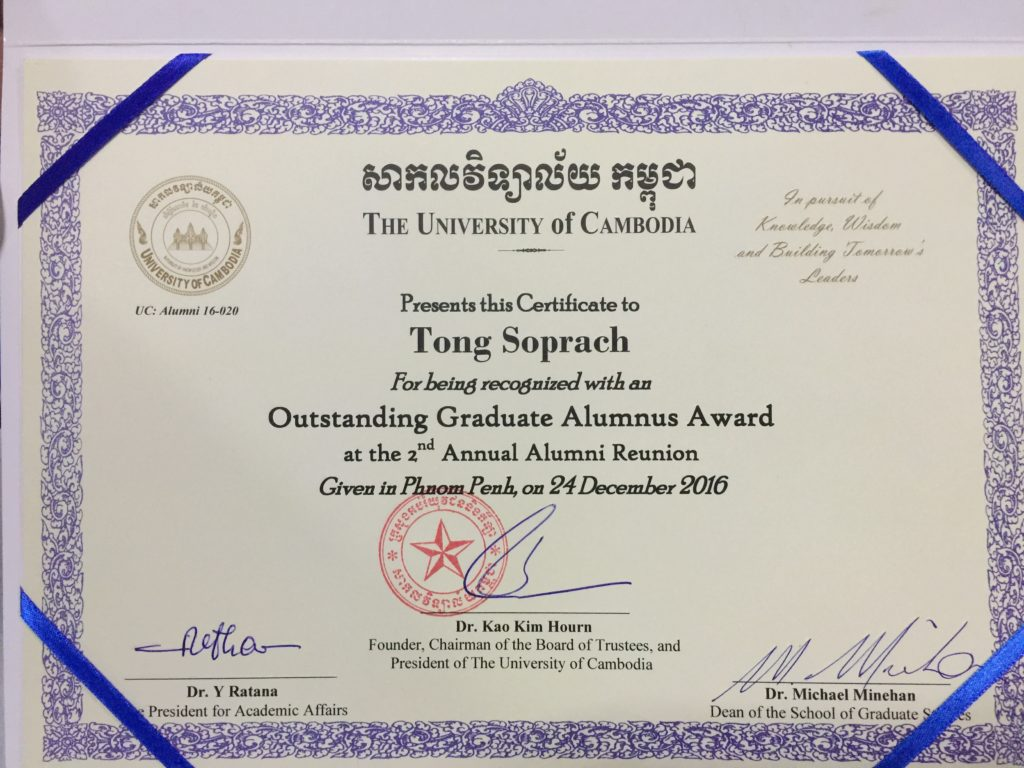 Tong Soprach received the Outstanding Graduate Alumnus Award from UC, 24 December 2016.